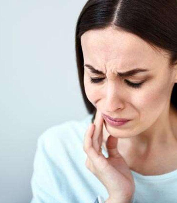 जब लॉकडाउन के दौरान, दांत दर्द करे परेशान